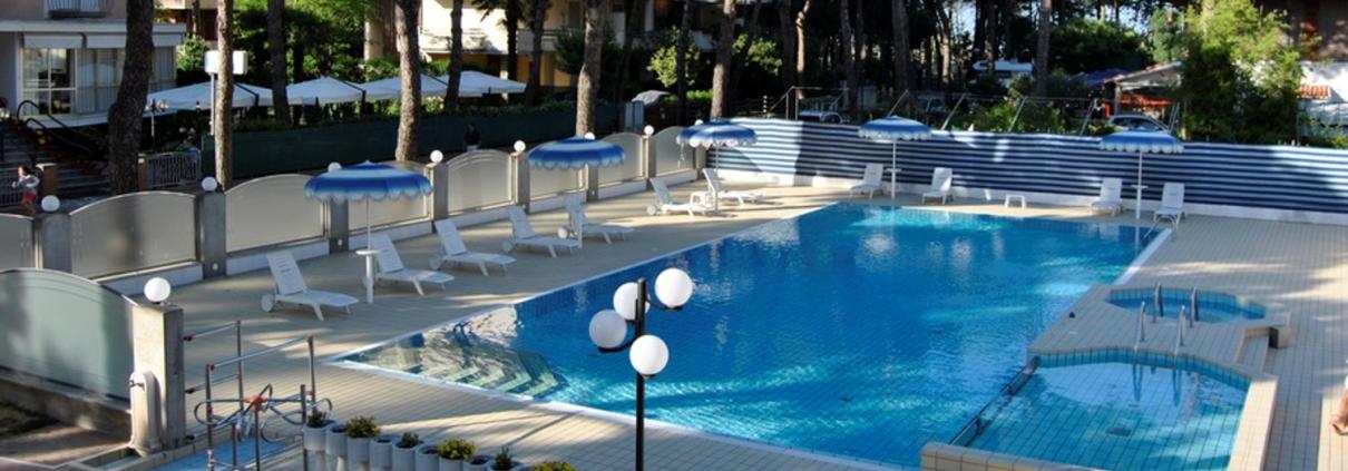 Residence con piscina a Cervia